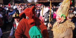 Dřevěné městečko ve skanzenu opět ožilo. Tisíce lidí přišly oslavit masopust