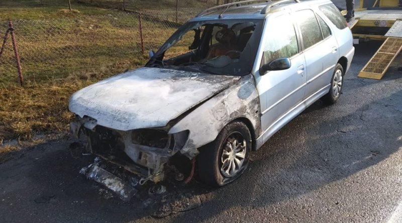 auto v plamenech