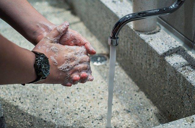 dezinfekce rukou v Horním Lidči