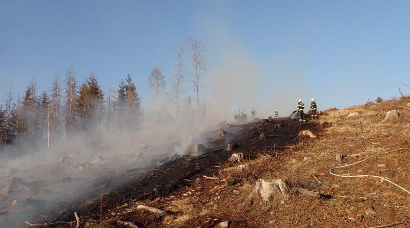 Požár trávy v Machulkách