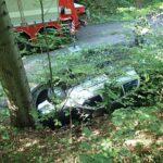 Odstranění osobního automobilu z potoka v místní části Pluskovec ve Velkých Karlovicích