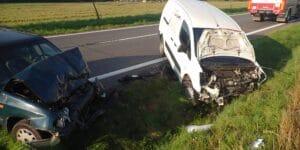 Dopravní nehoda na Vsetínsku oboustranně uzavřela komunikaci. Dvě osoby byly zraněné