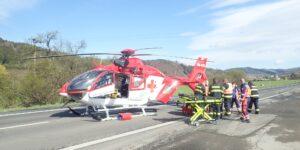 K nehodě osobních aut u obce Ústí na Vsetínsku letěl vrtulník, řidičce upadla zadní náprava auta