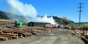 V Hovězí zasahovali hasiči u požáru dřeva