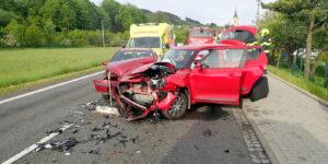Do obce Huslenky vyjížděli hasiči k nehodě dvou osobních vozidel, jednoho člověka vyprostili