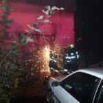 Při požáru v opuštěné budově ve Valašském Meziříčí hasiči ochlazovali lahve s acetylenem